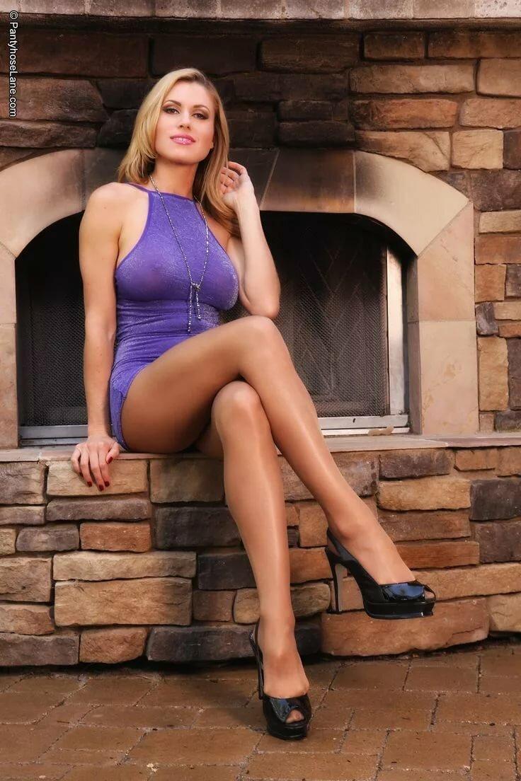 naked-ladies-in-high-heels