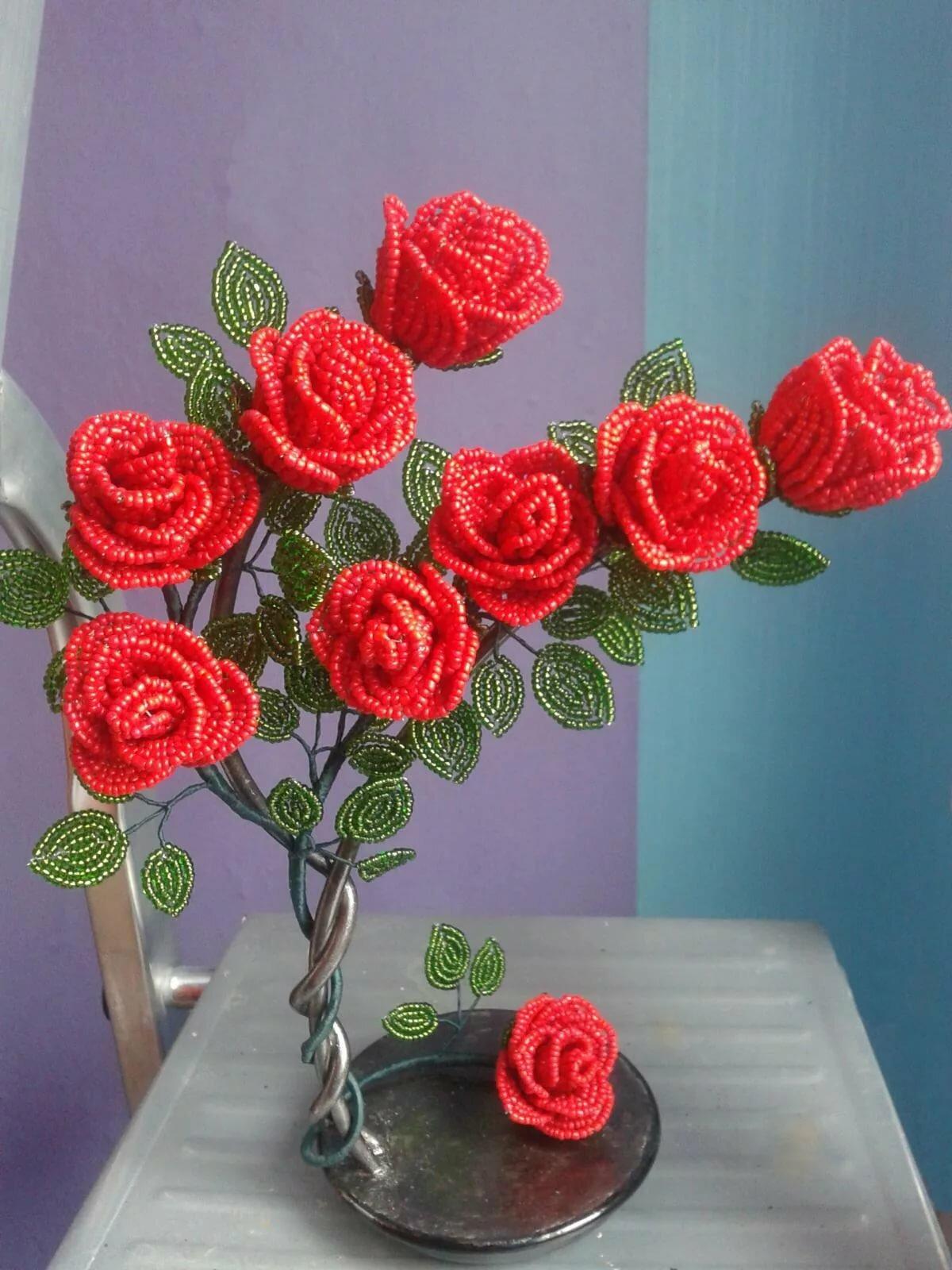Картинка поделки из бисера роза