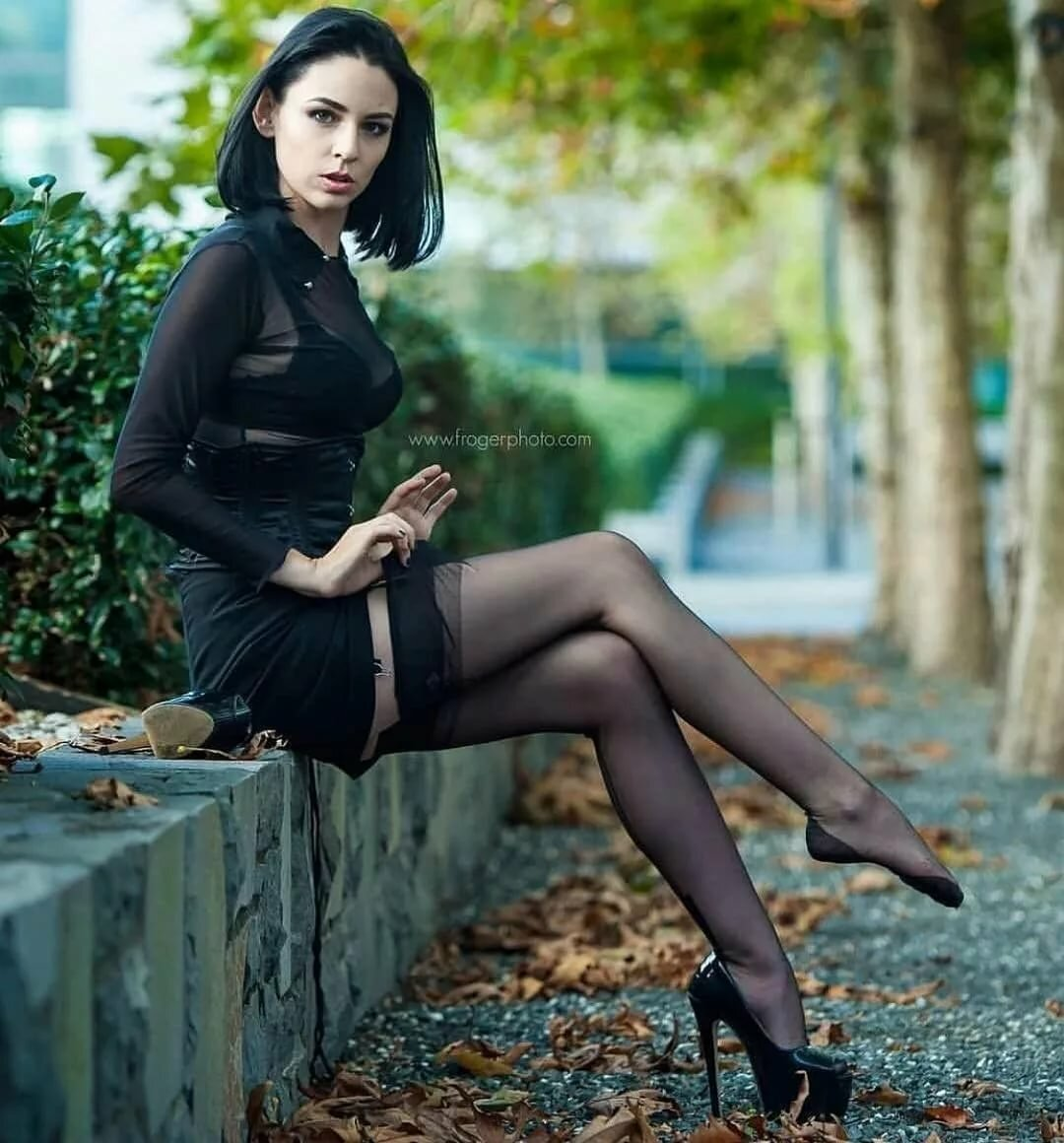 sexy-legs-in-black-nylons