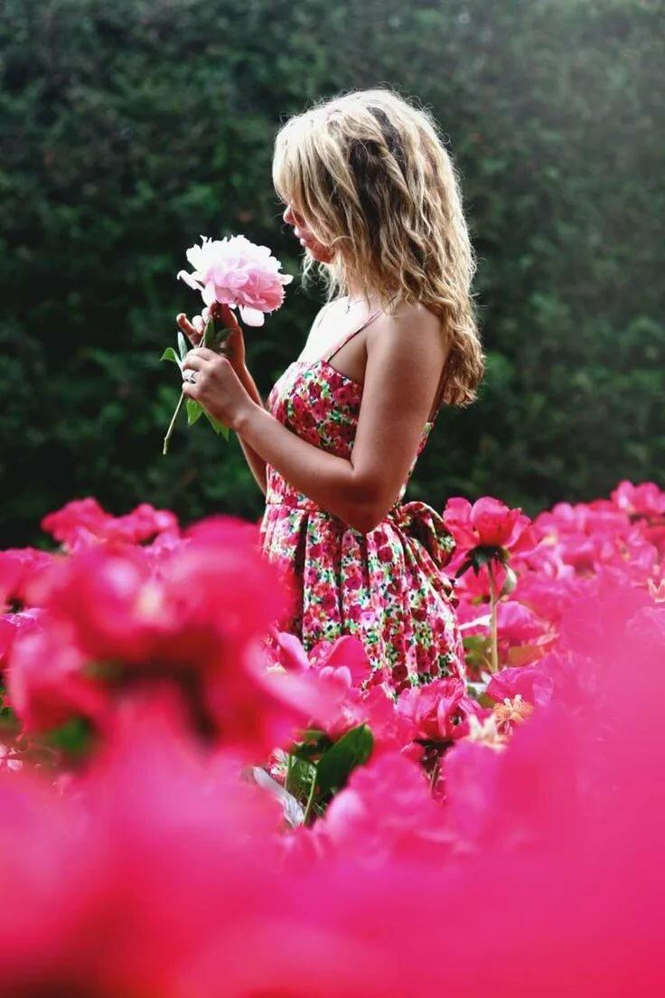 Ночь любви фото красивых девушек цветами сзади трахает друг