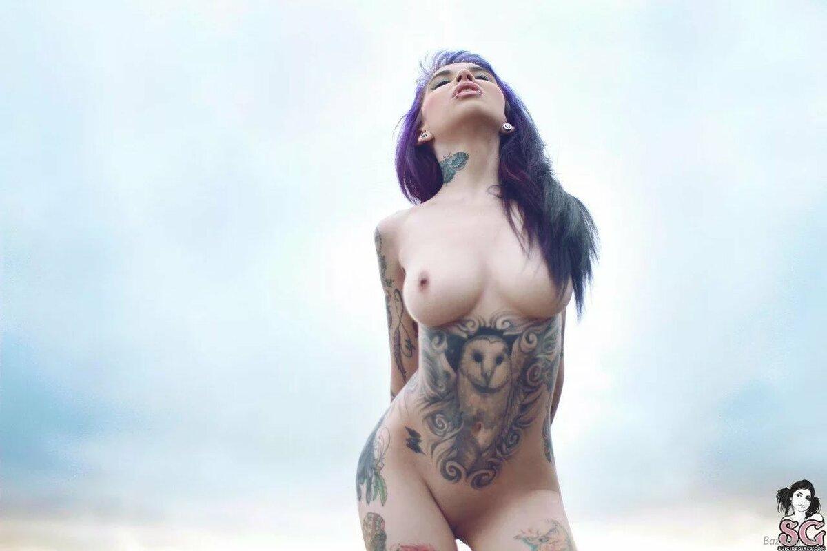 Фото девушек голых в татуировках, эротика картинки на планшет на аву