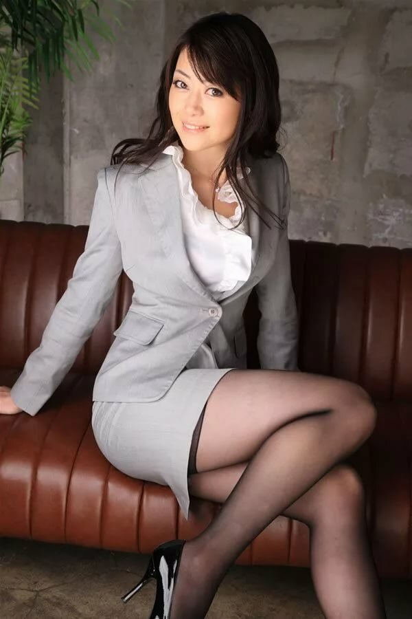 Japanese women in mini skirts pantyhose — photo 11