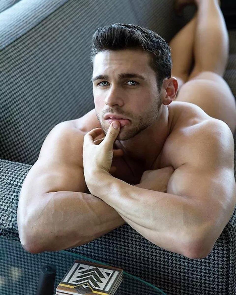 good-looking-guys-nude