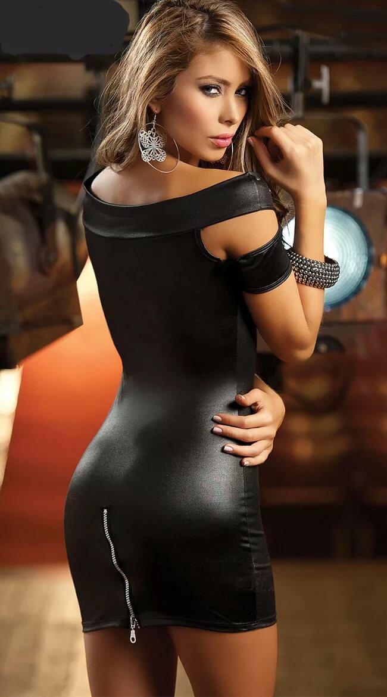 Девушка в обтягивающей одежде черное, скрытая камера в массажных салонов в японии