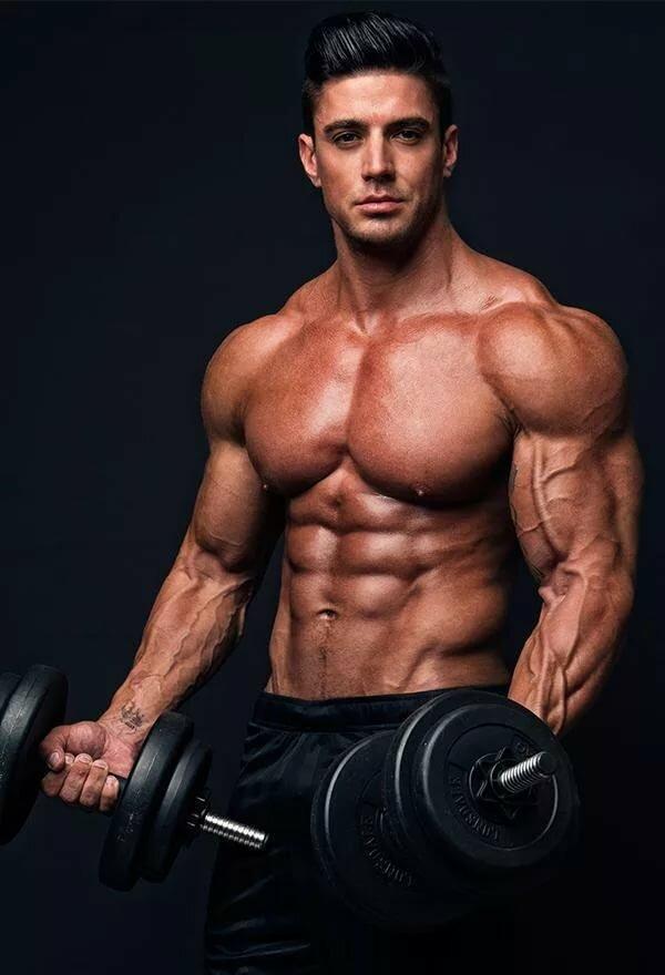 Накаченные картинки в спортзале мужчина