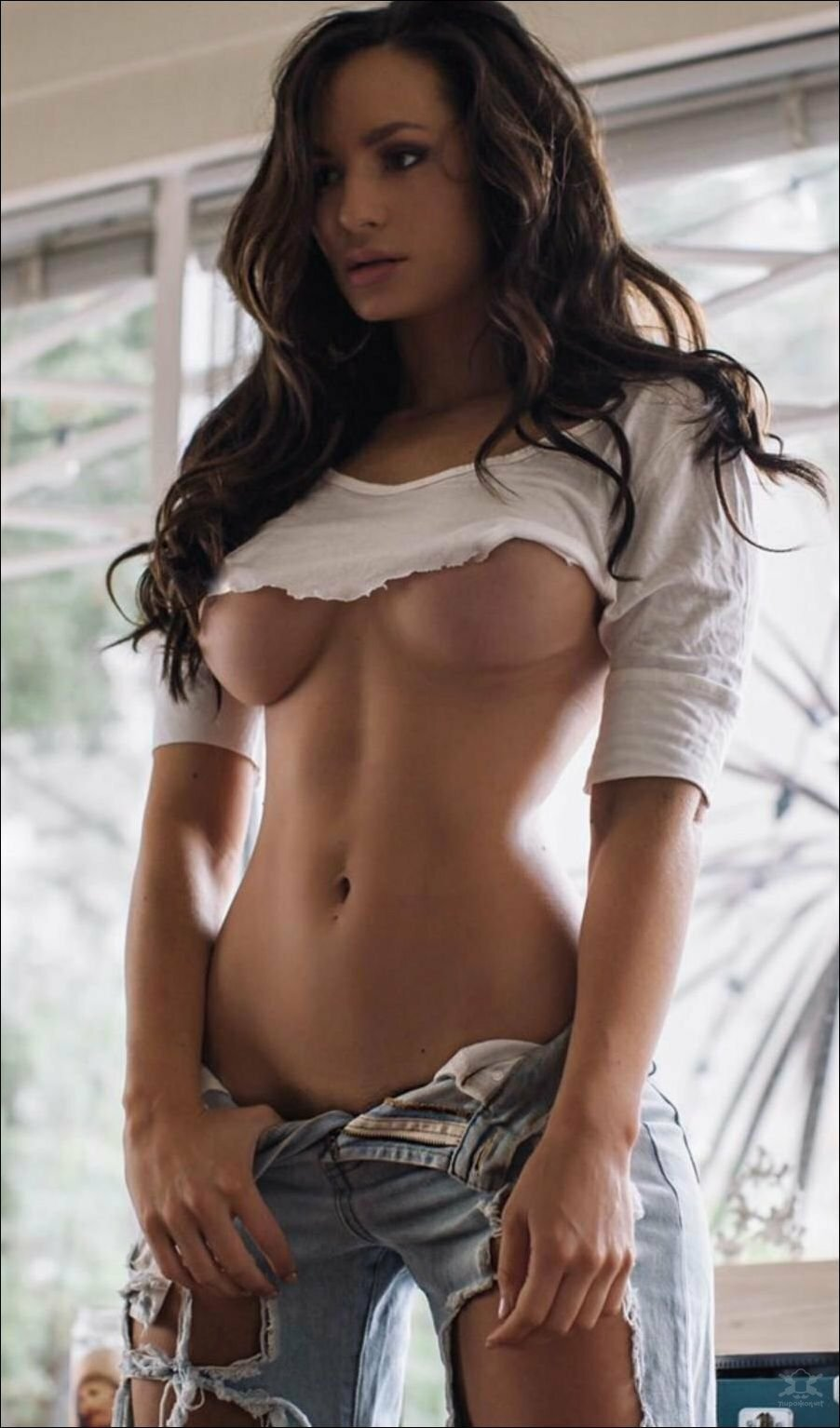 girl-shirt-nude