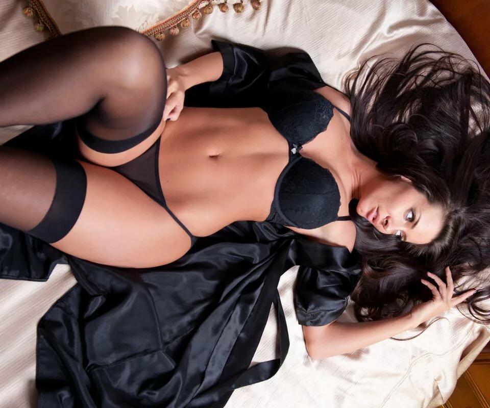 erotichnie-foto-devushek-v-krasivom-bele