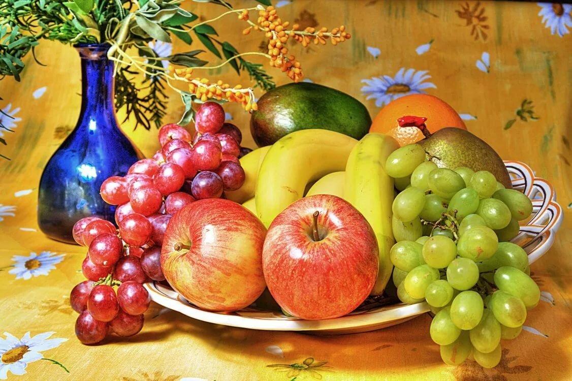Картинка натюрморт фрукты, муха веселые