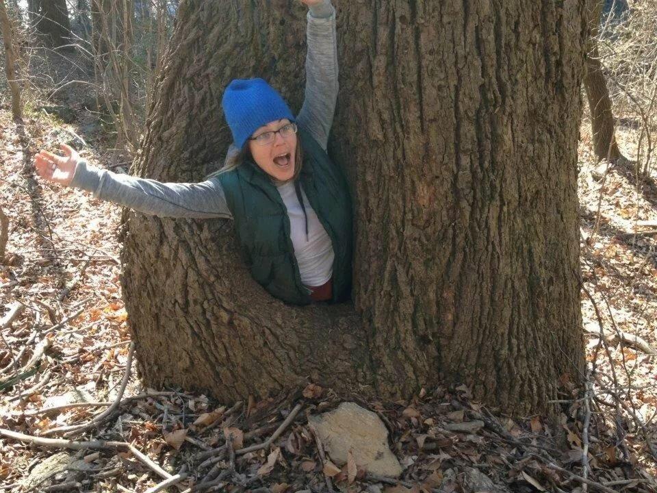 Смешная картинка мужик на дереве