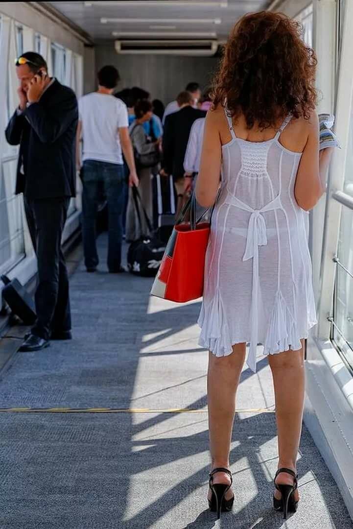 У девушек под длинными платьями подсмотренное #11