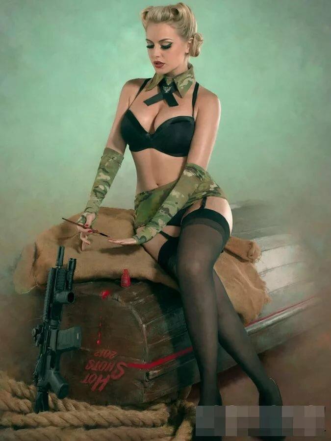 Женщина в сексуальной военной форме, студенты в порно фото оргии на природе