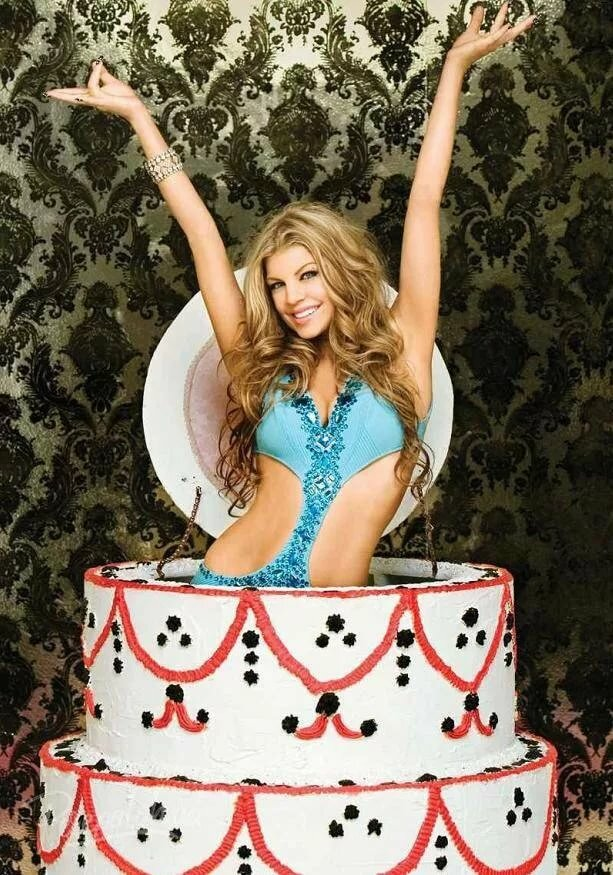 эротическое фото девушка обмазана тортом сара