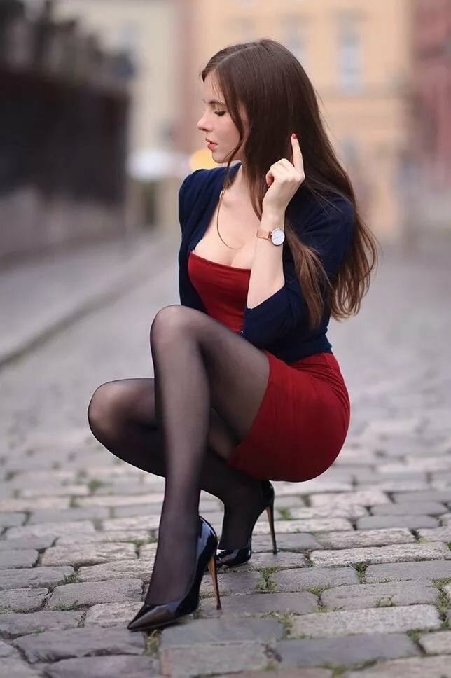Фото девушек на каблуках в юбке