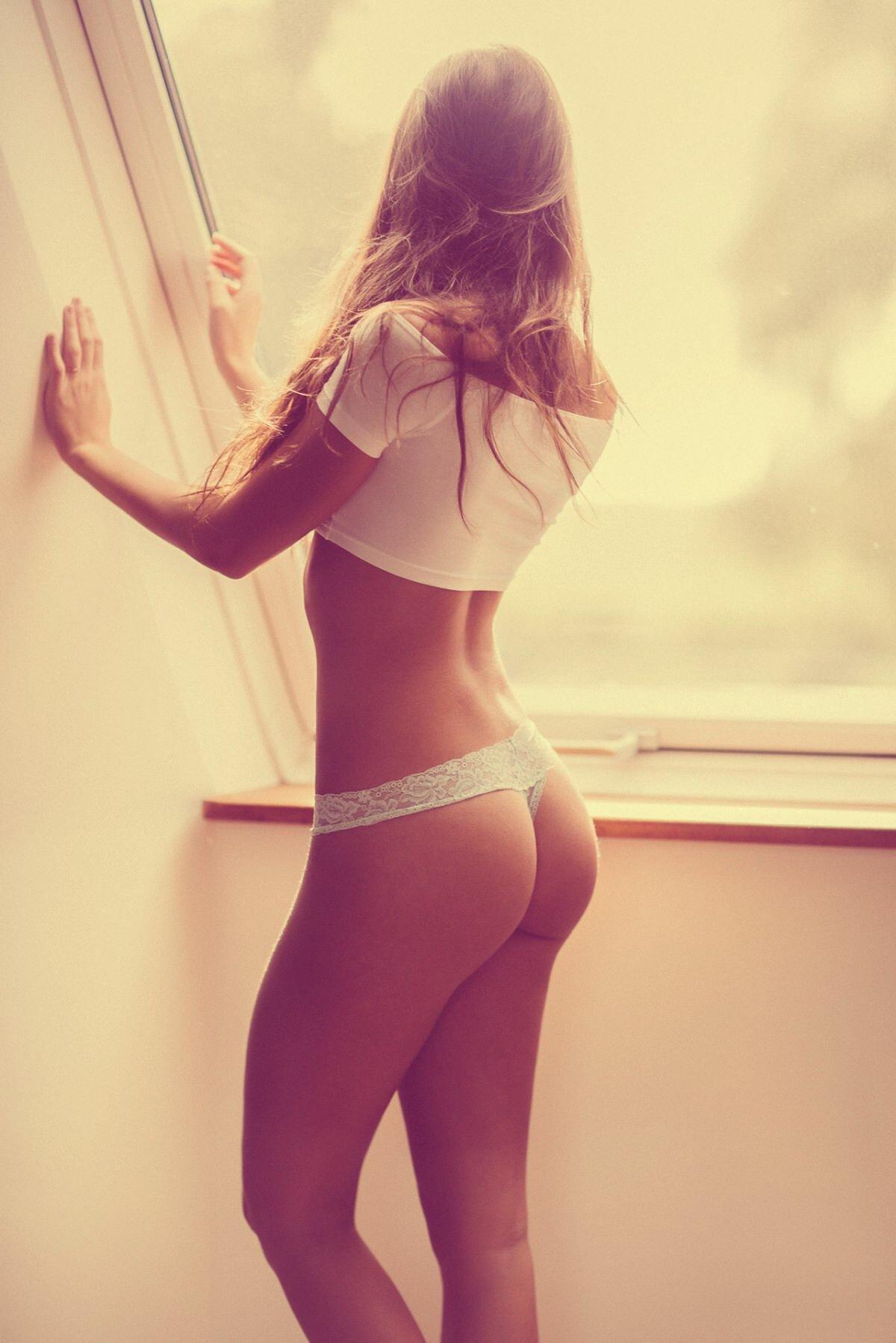 Щупают женщин девки с подтянутыми попками