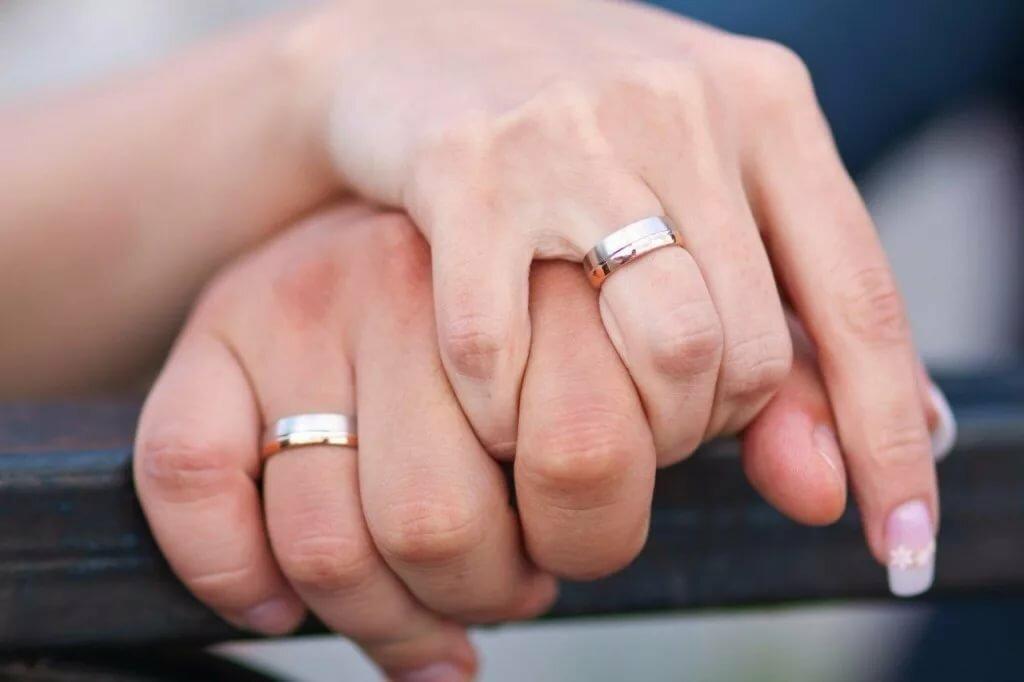 будут картинки обручального кольца на пальце старину