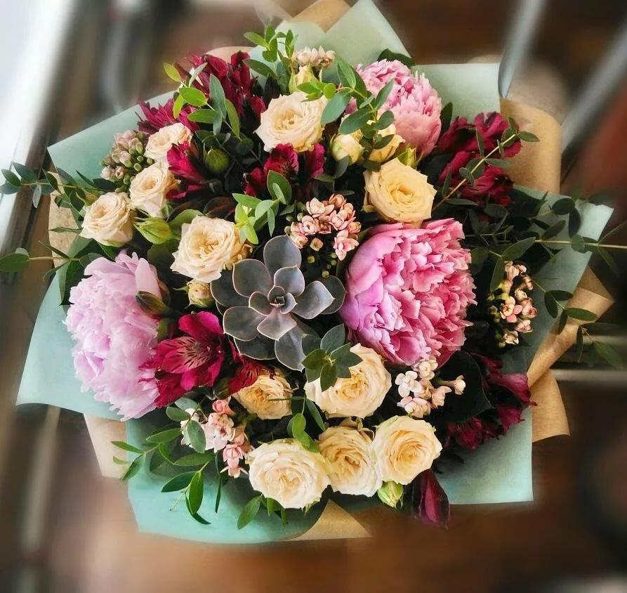 Петергофе, цветы в доставкой в питере