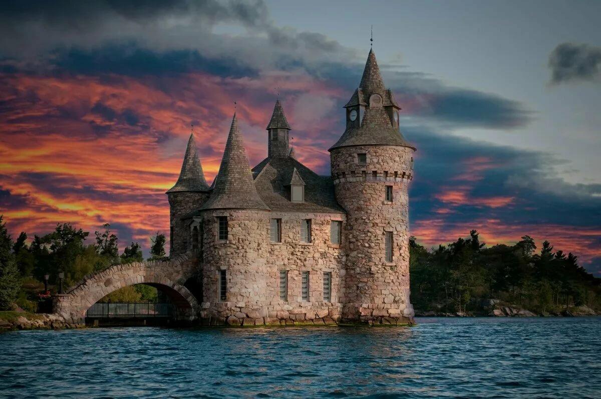 такой фотографии старых замков и башен передней части