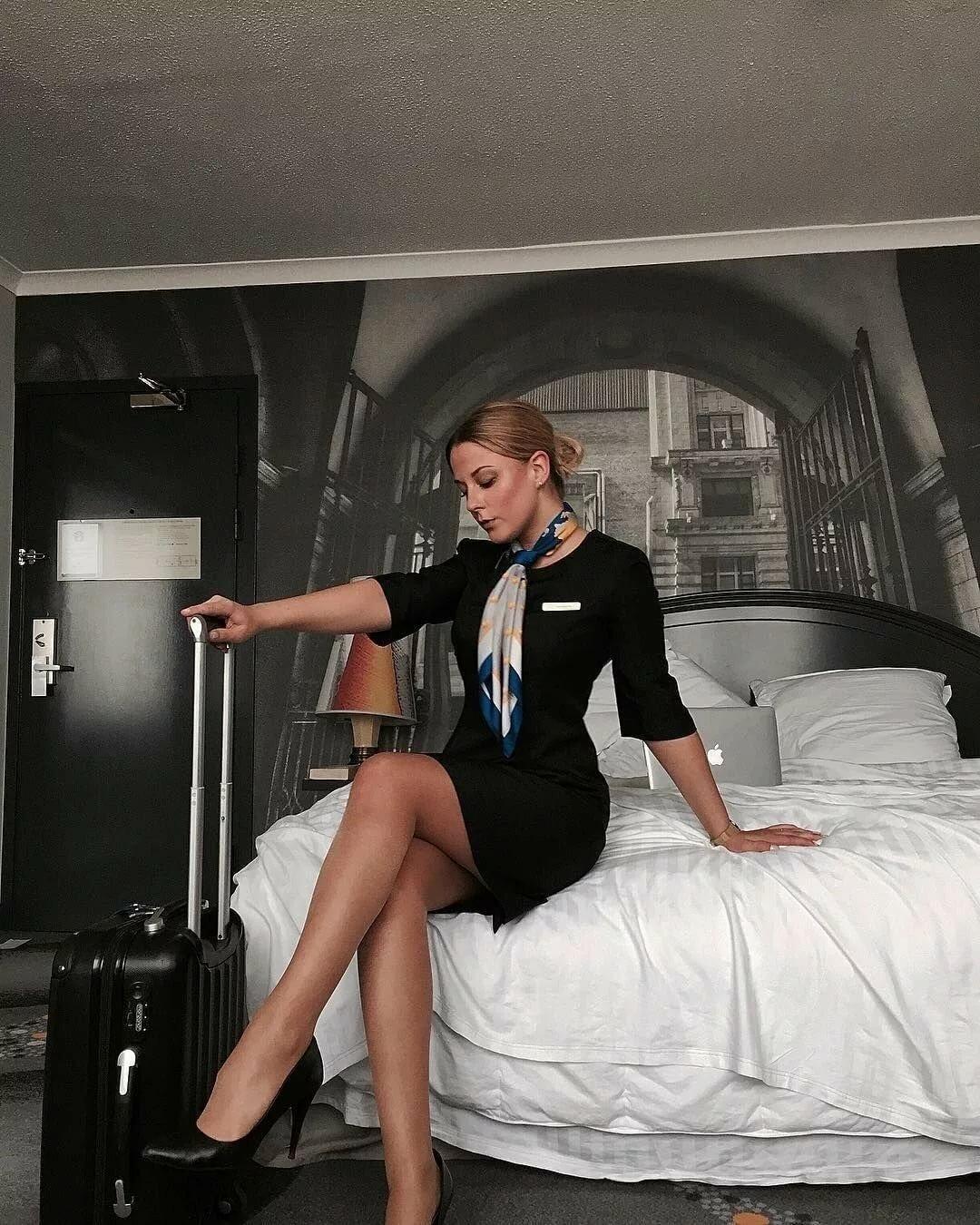 Знакомства сексуальные стюардессы обслуживают пассажиров фото зрелую