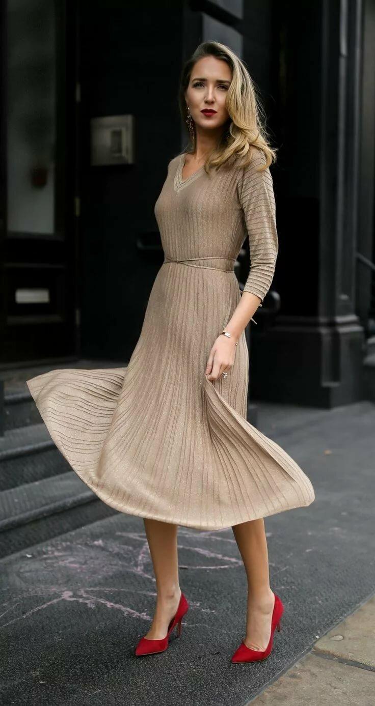 c25caa705eca ... 30 DRESSES IN 30 DAYS: Holiday Entertaining // Metallic gold knit  ribbed midi dress