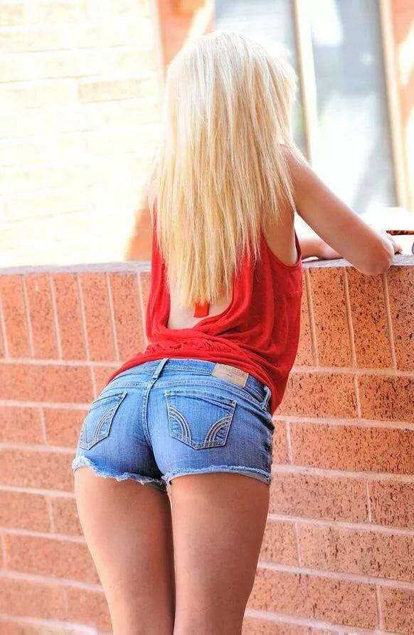 Blonde dildo petite ass