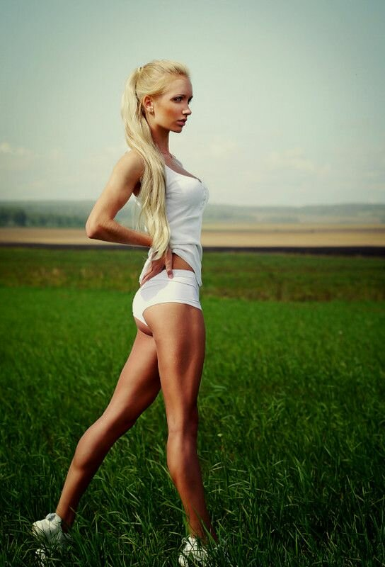 tall-blonde-girl-attractive