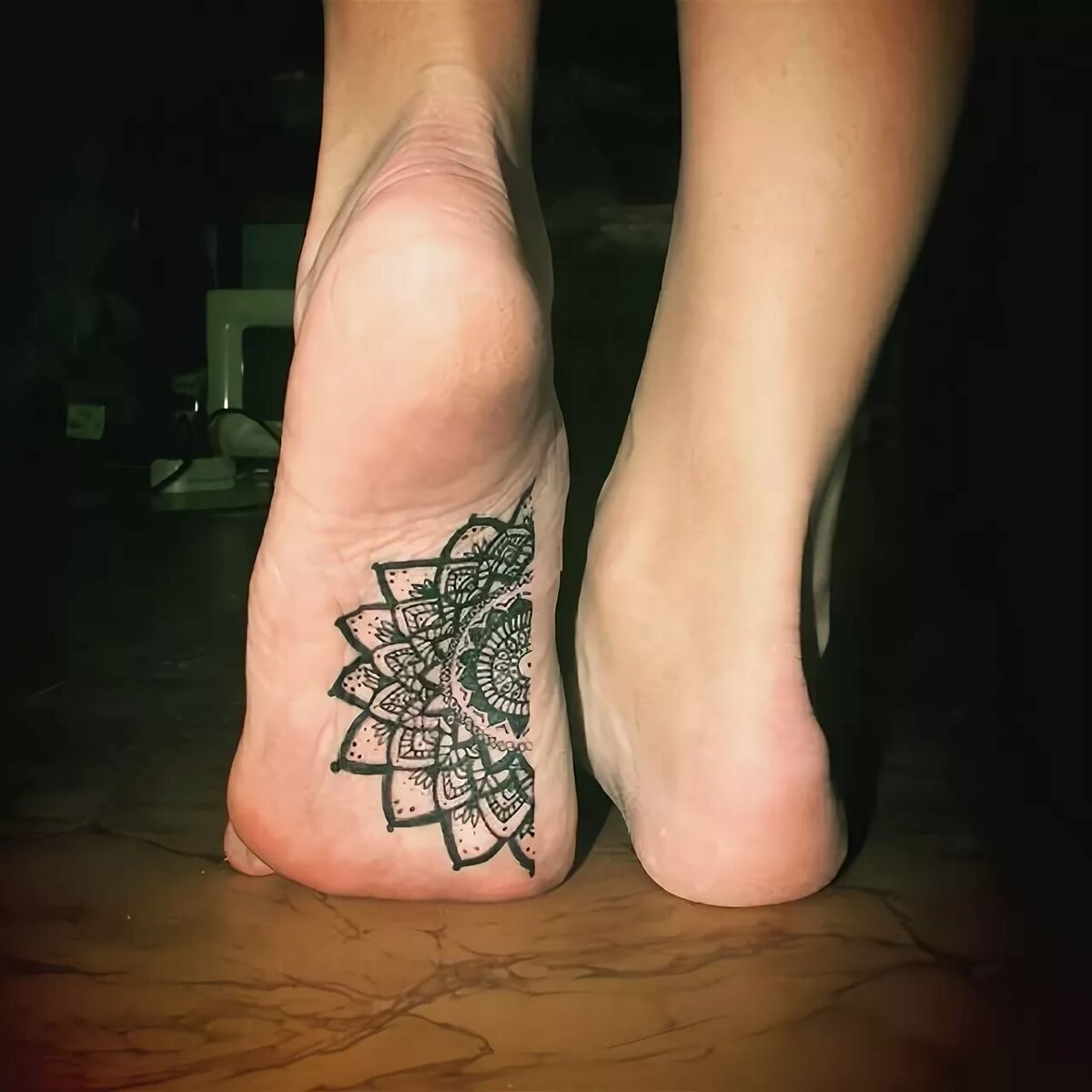ней картинки татуировок на стопе вам нужно