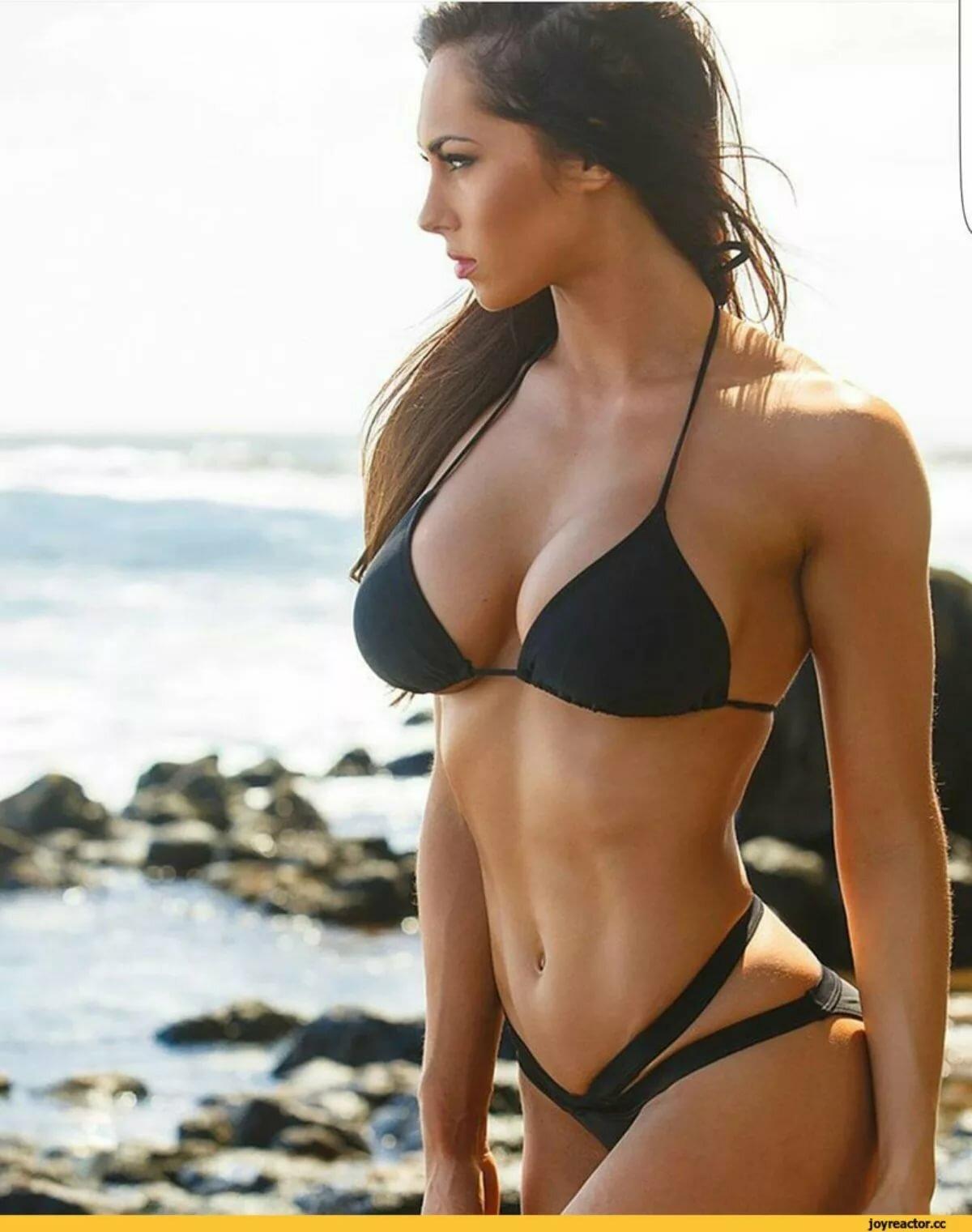 этом случае красивые тела девушек в бикини член