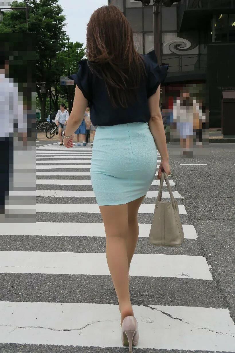 попы фото в прозрачных юбках - 12