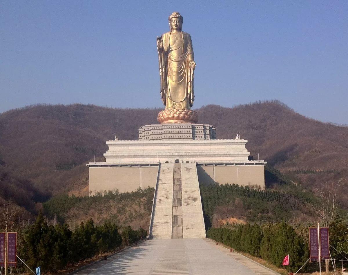 Самая большая статуя в мире фото