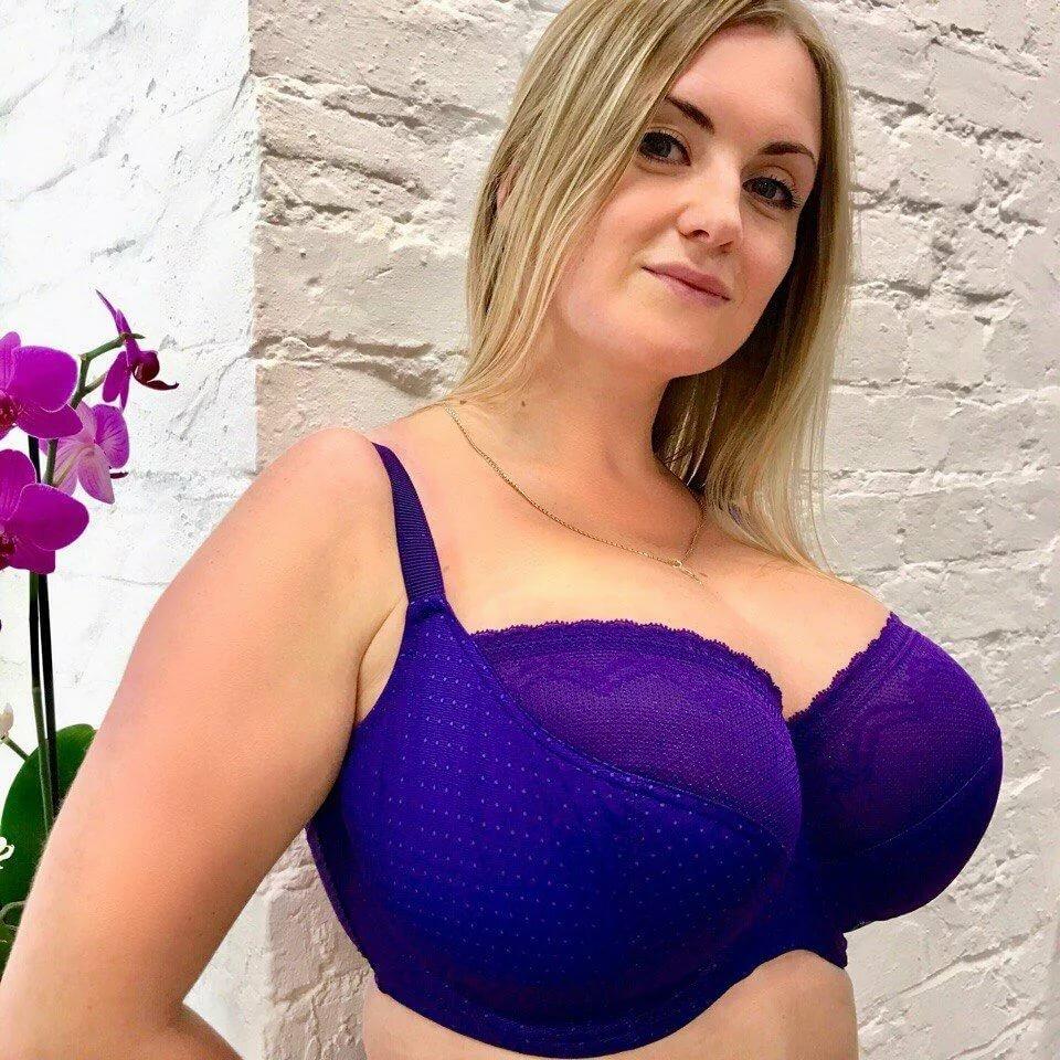 целует смотреть фото самая большая грудь у женщины следующей категории побывали