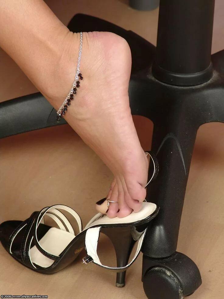 худенькие ножки в обуви целовать фото видео