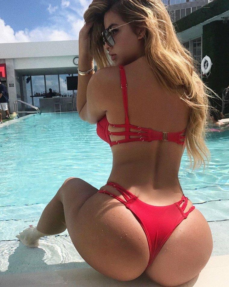 Anastasiya Kvitko Sexy Bikini Assoass 1