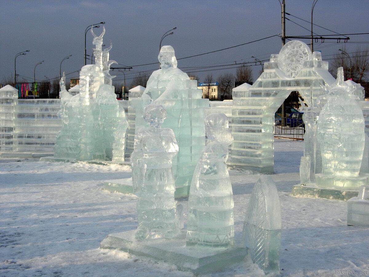 Картинки с фигурами из снега и льда