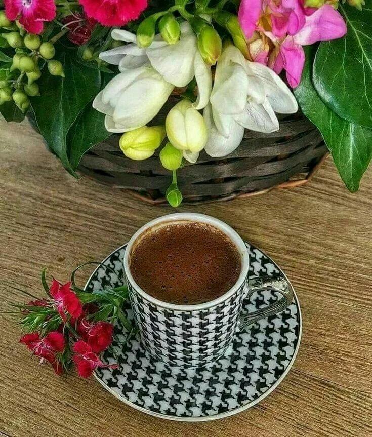 Открытка с цветами и кофе, картинку надписью