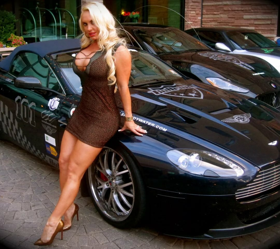 Big naked girls and cars — pic 4