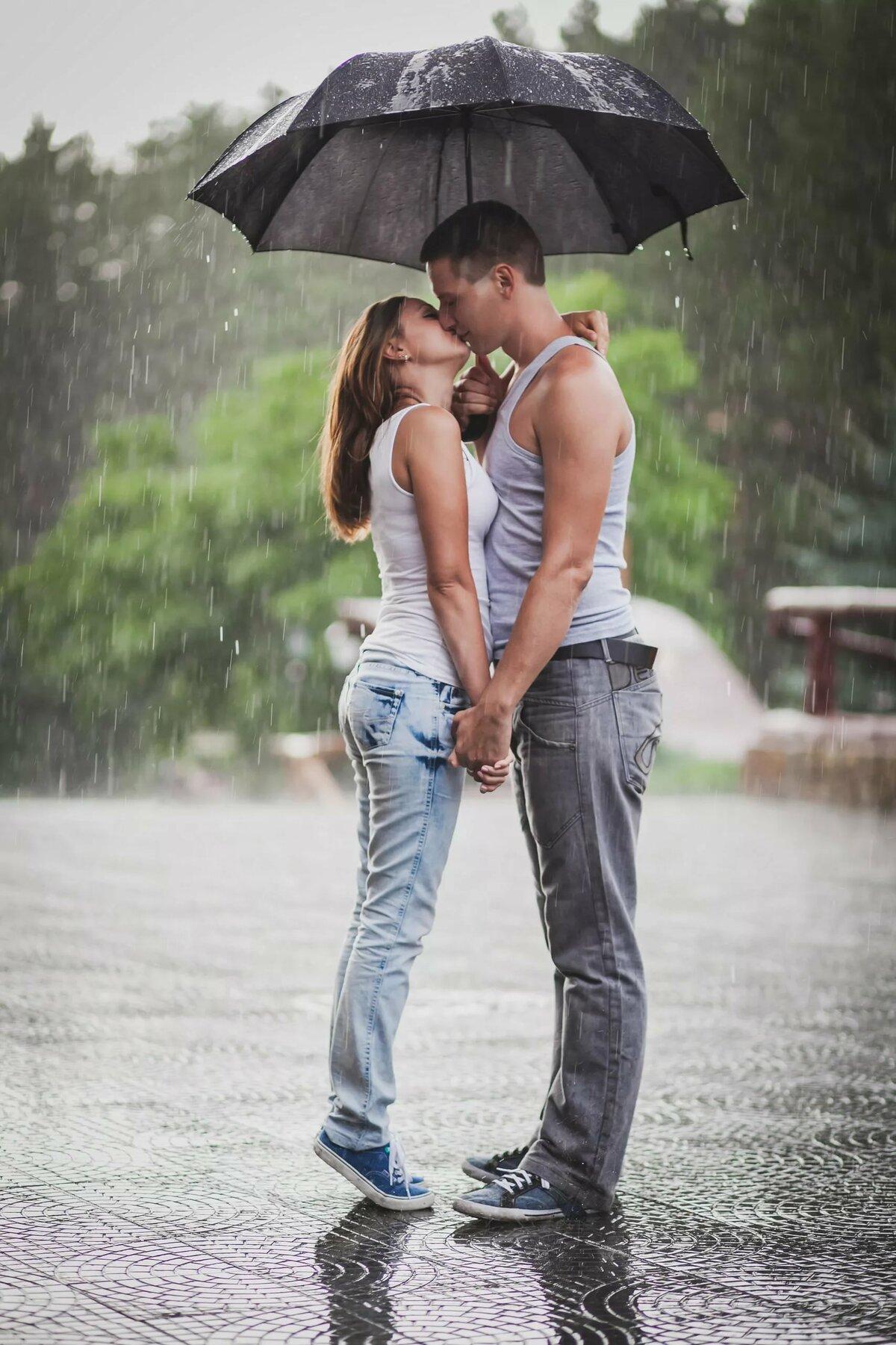 Двое под дождем красивые картинки