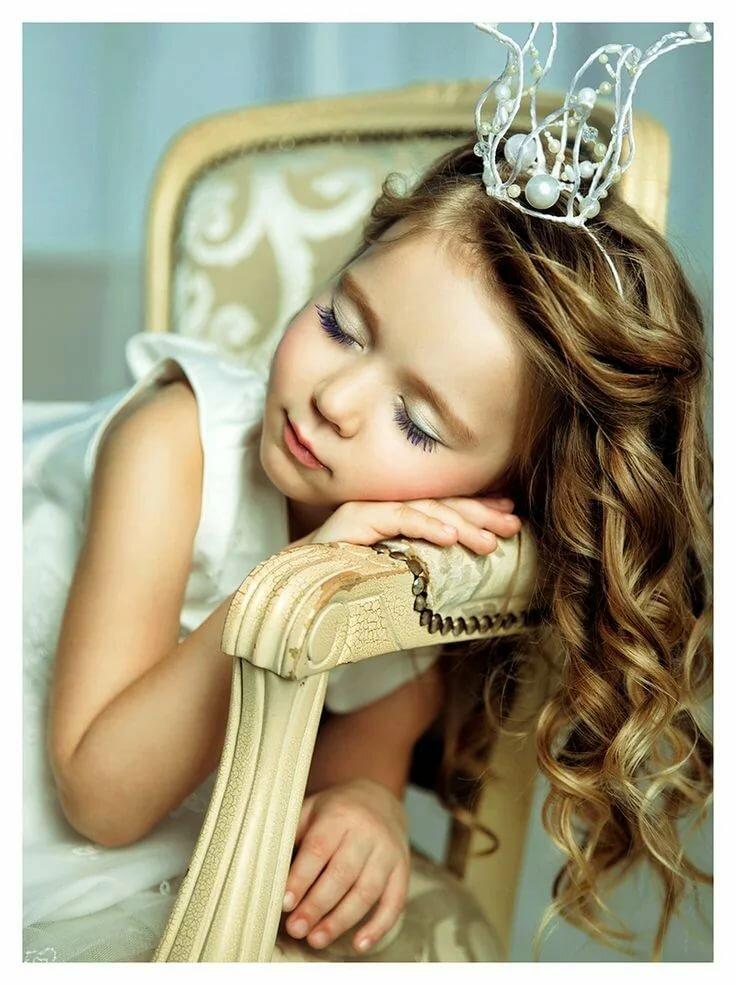Картинка маленькая девочка мечтает принцесса