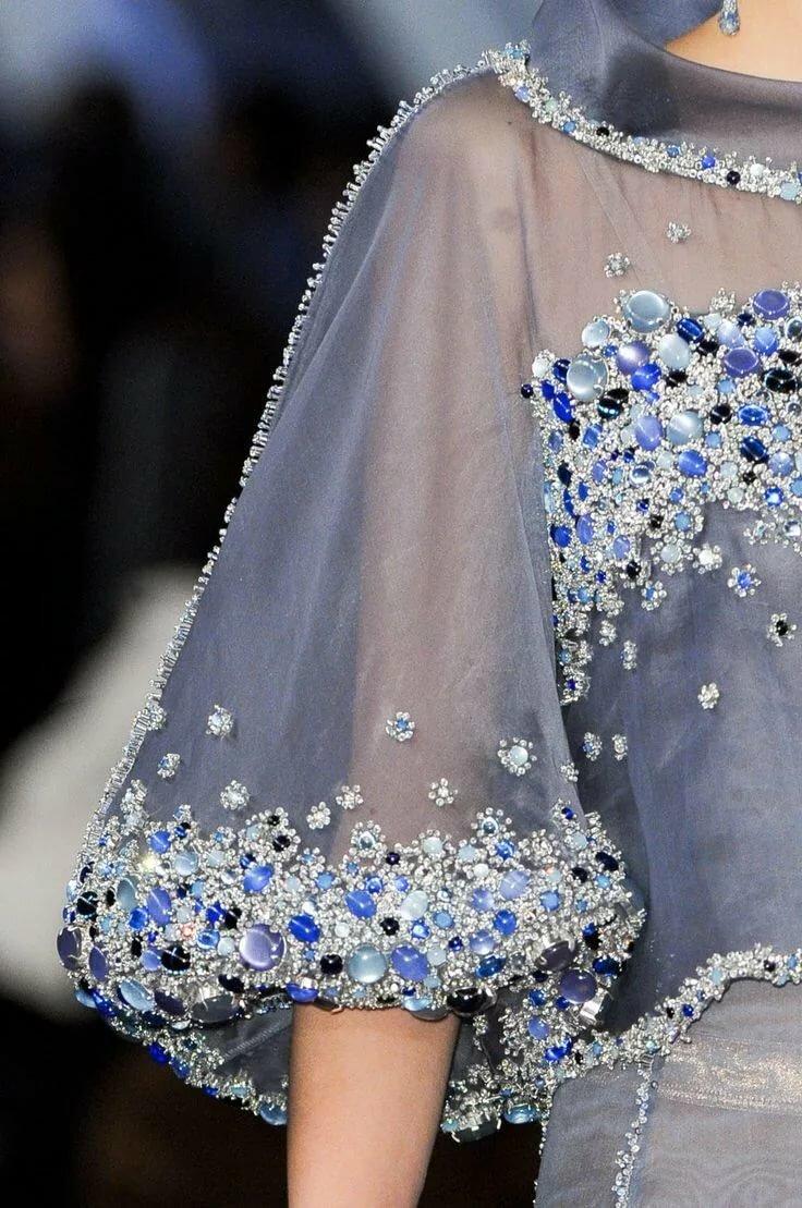 Как украсить платье перед стразами фото