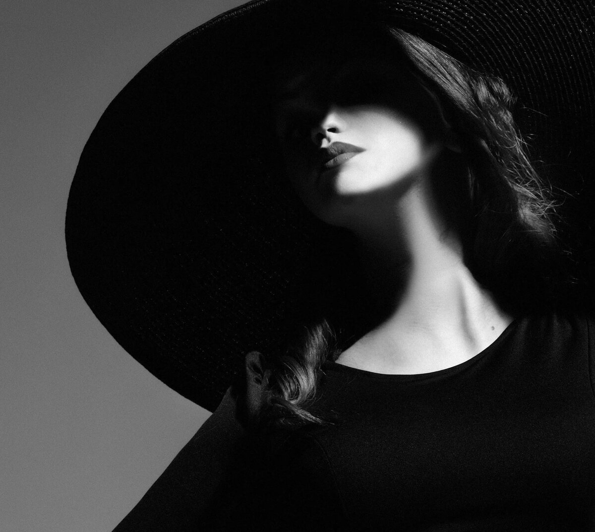 Девушка в шляпе картинки черно белые, летним юбилеем для
