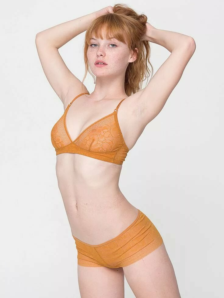 Photos non nude quinn model