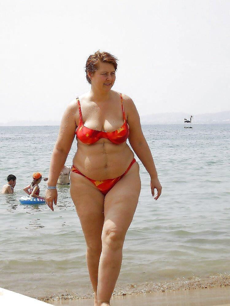 Толстые зрелые в купальниках фото — 13