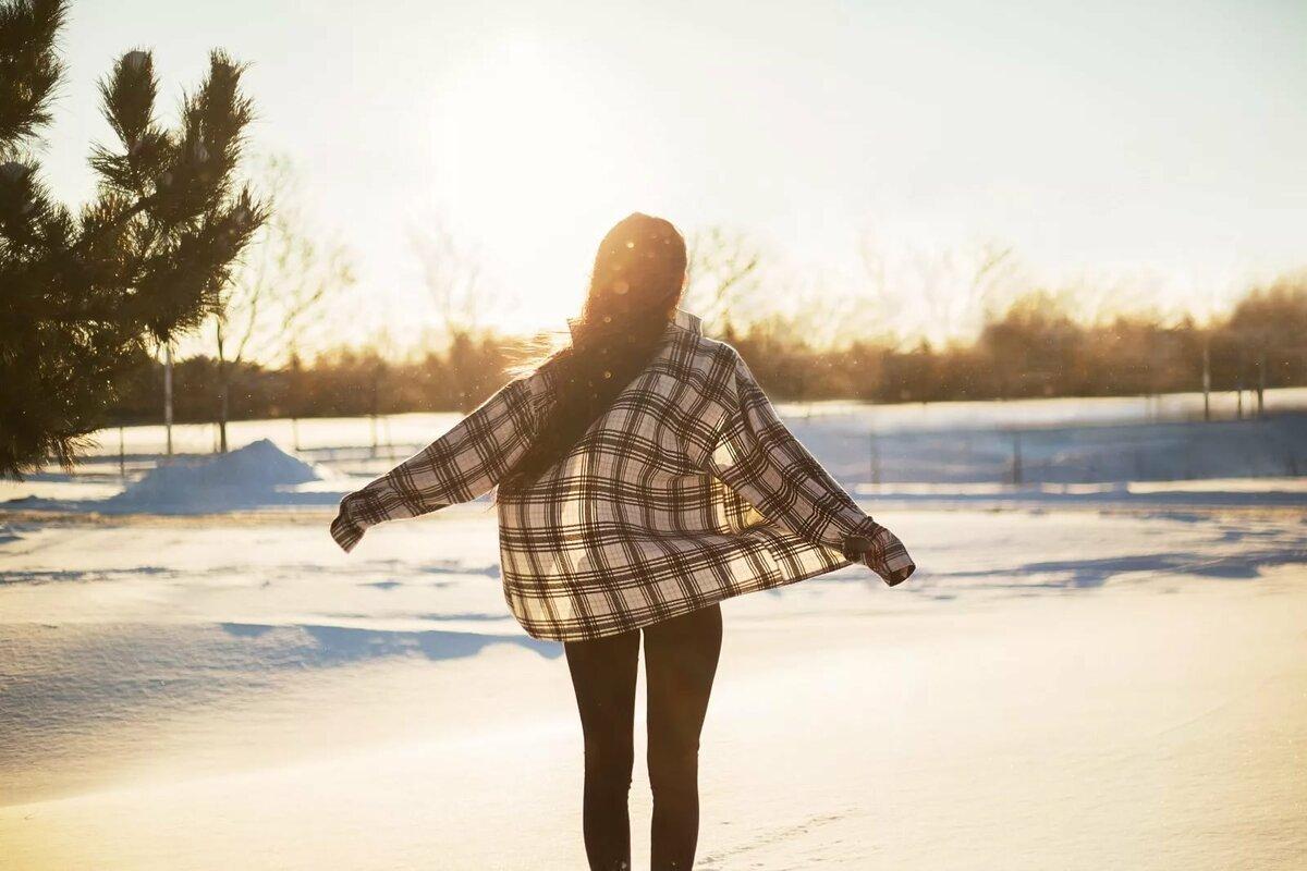 На аву зимние картинки с девушками со спины