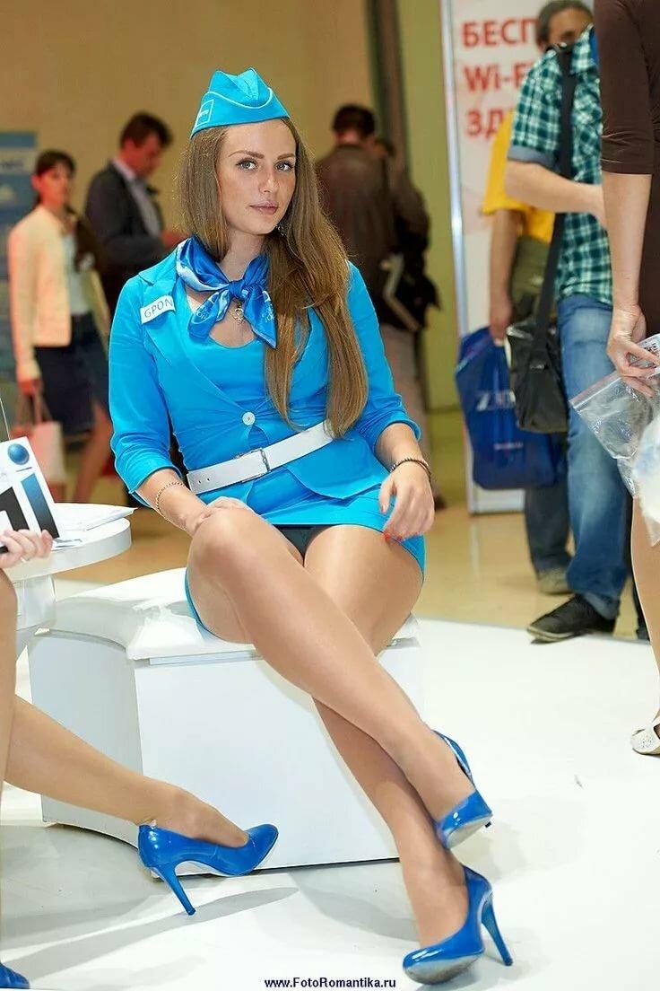 styuardessi-v-korotkih-yubkah-foto-devushek-medsester-seksi