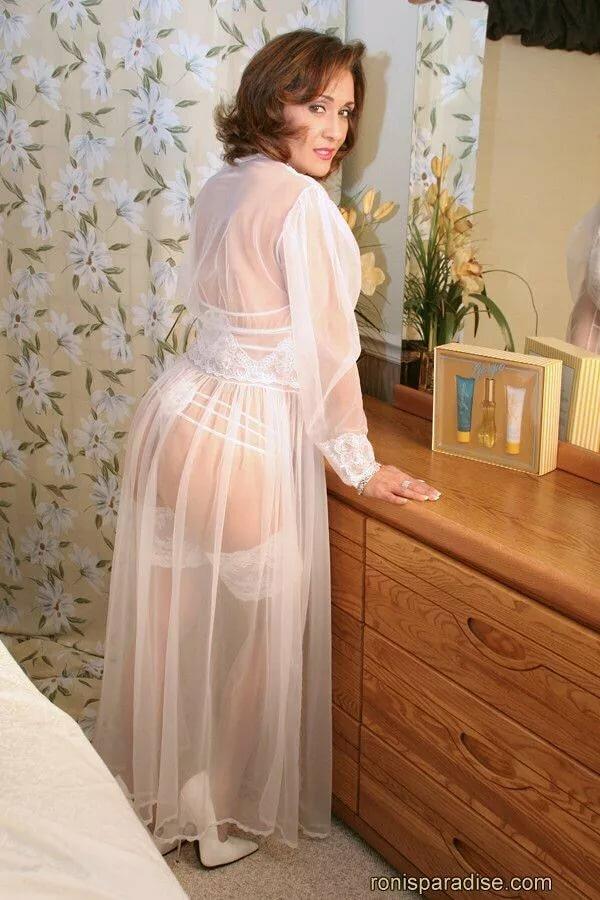 Зрелые женщины в ночных рубашках фото, секс скрытой камерой-минет