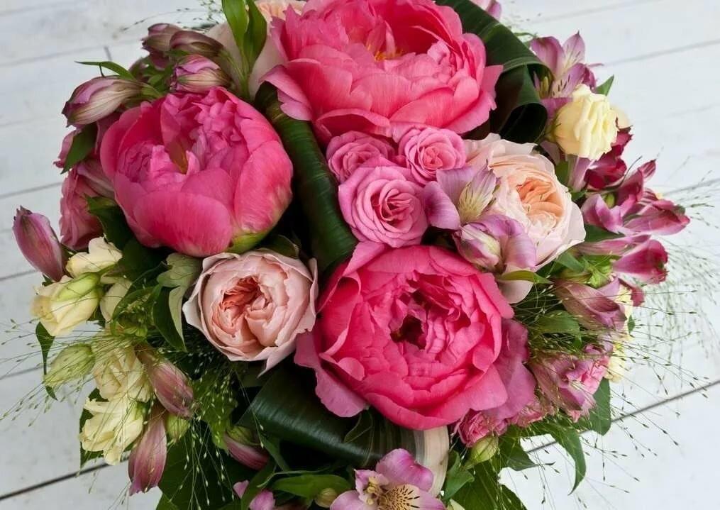Открытка с днем рождения женщине букет пионов, открытки поздравления