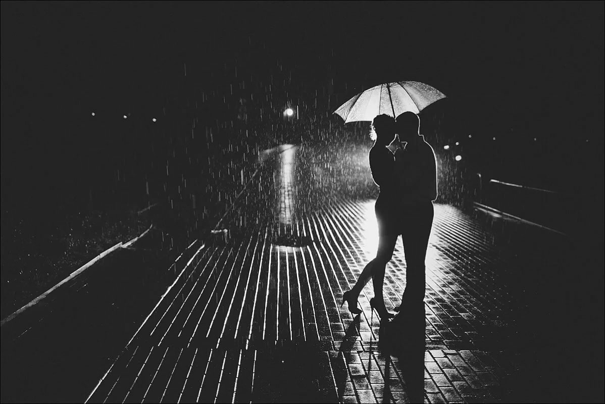 Черно-белые картинки двое дождь