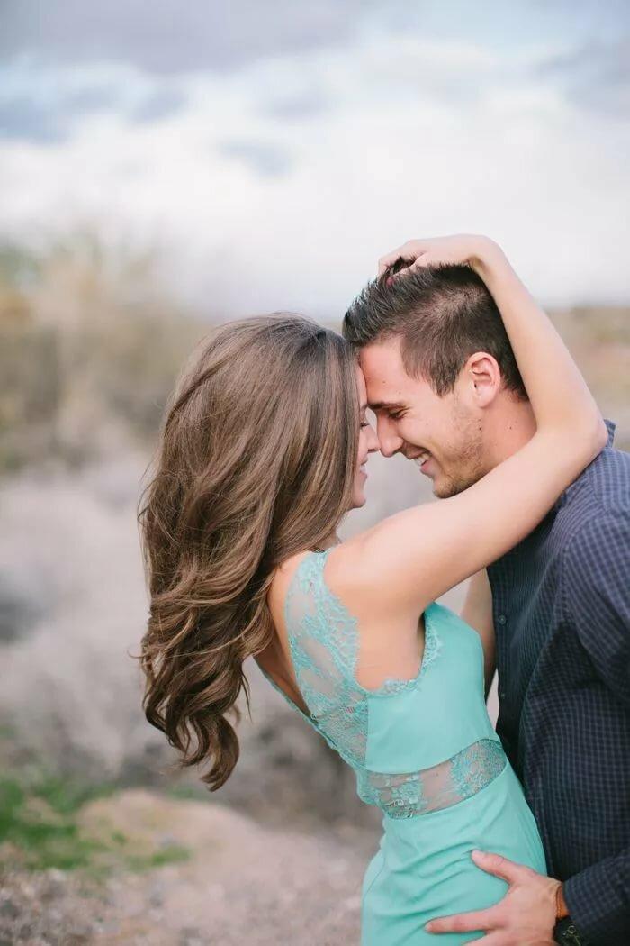 Фото парень с девушкой обнимаются картинки