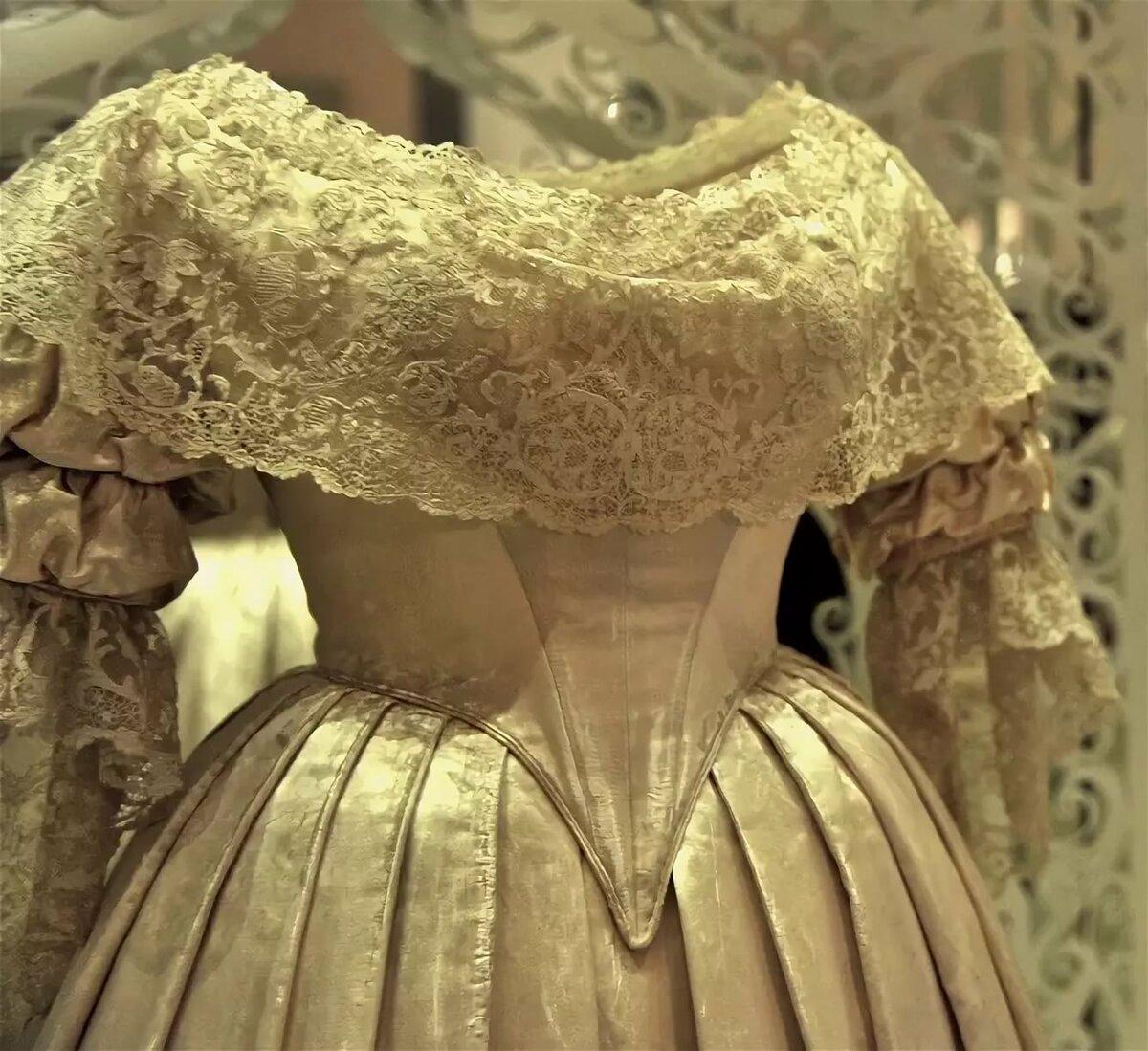Платья королевы виктории фото стал