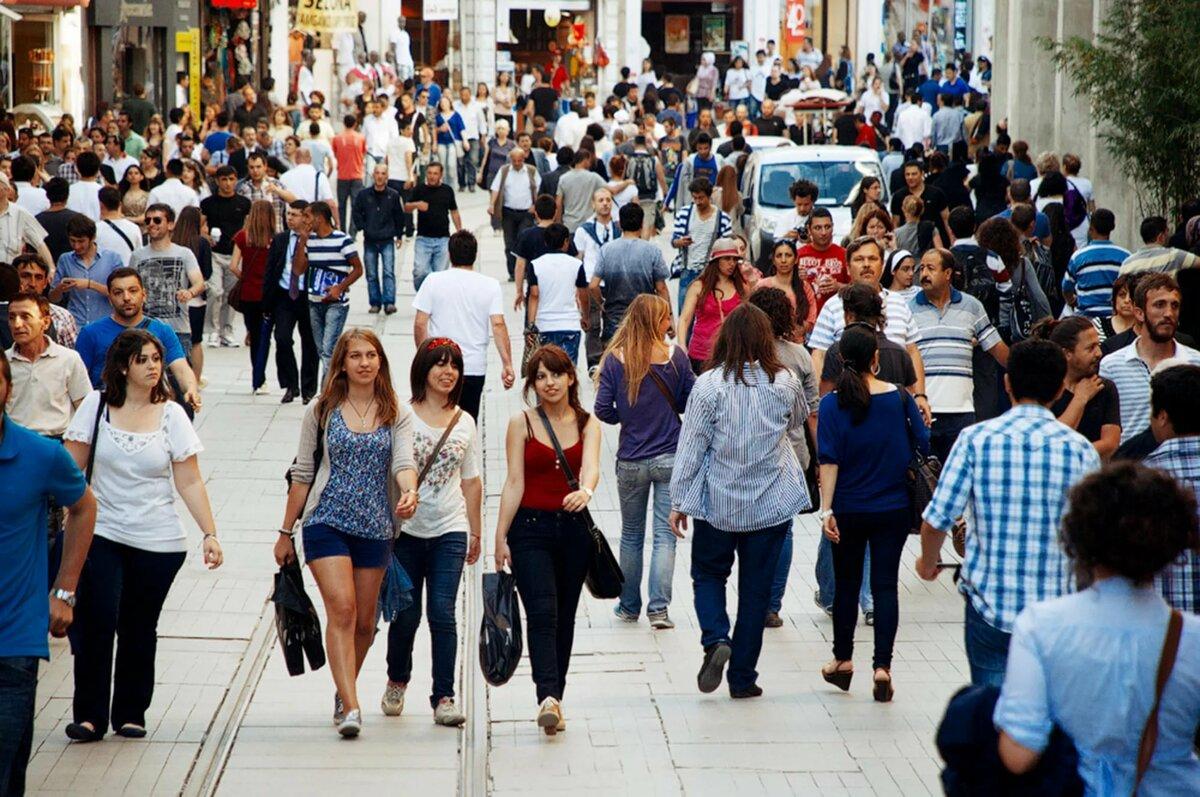 Люди в городе картинка