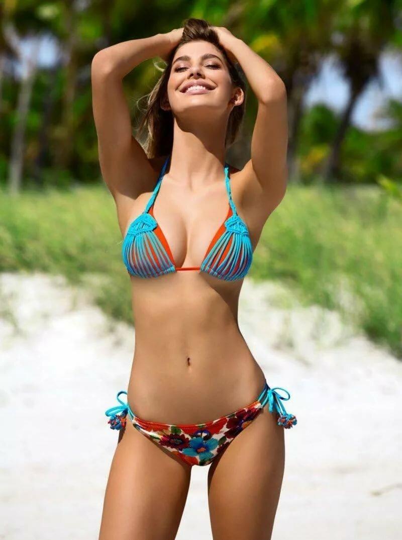 Free pic of woman in bikini